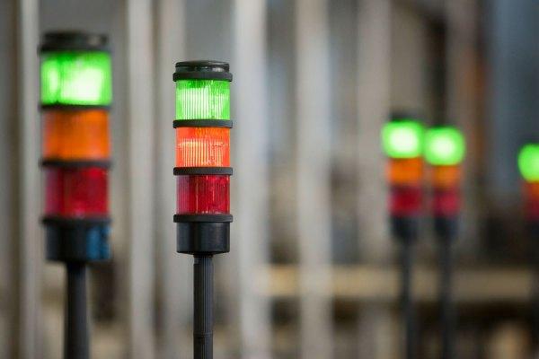 Andon lamper, der viser stoptid og nedetid